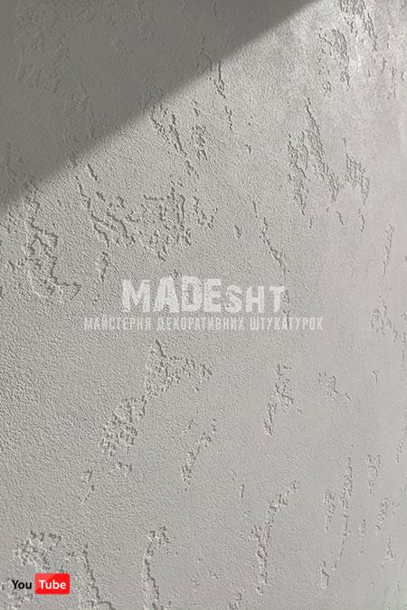 Декоративная штукатурка Marmorino Maxi Limestone белого цвета на балконе